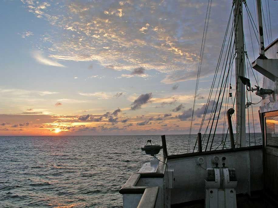 Coucher de soleil en mer de java-c-cosmix